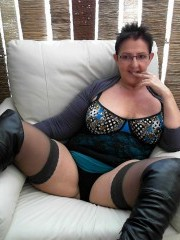 50 yo brunette curvymilf willing to perform: close up, dildo, fingering.