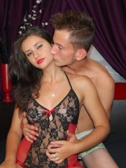 20 yo blonde james and 18 yo brunette jessye willing to perform: cameltoe, close up, dancing.