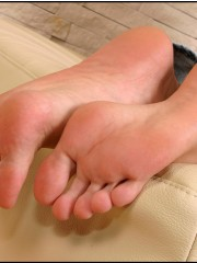 That face looks much promising, nevertheless teen feet are much sweeter�