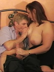 Fat brunette mom takes cool cumshot onto her big boobs