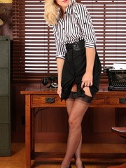 Gorgeous blonde secretary knows that she just needs to take off her office clothes and stay in stockings to seduce her boss to sex