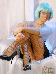 Dirty mom in a blue wig posing on cam in fishnet pantyhose presenting her shaved slit